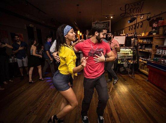 salsa dancing - best places to meet women